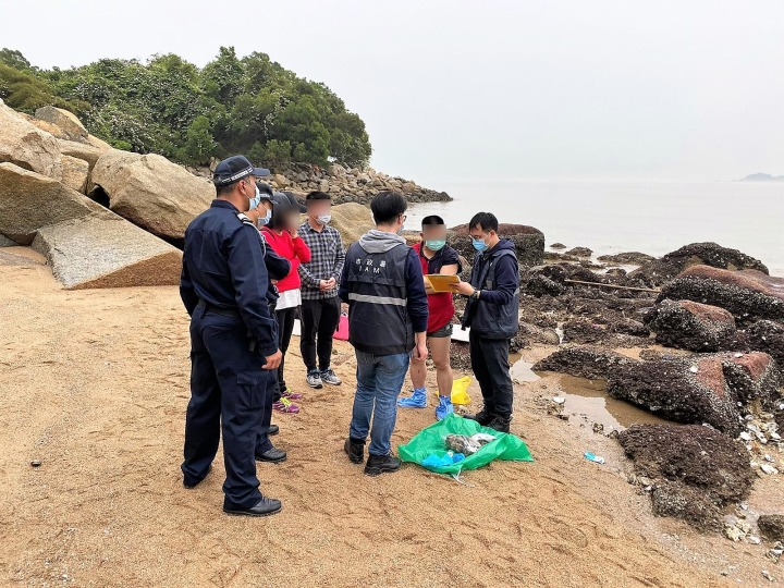 市政署對沿岸採捕水生野生動物人士作出檢控,扣押水產品4.2公斤