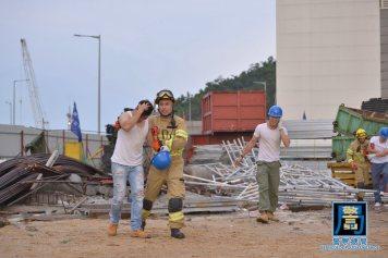 消防局模擬拯救被倒塌物掩蓋工人