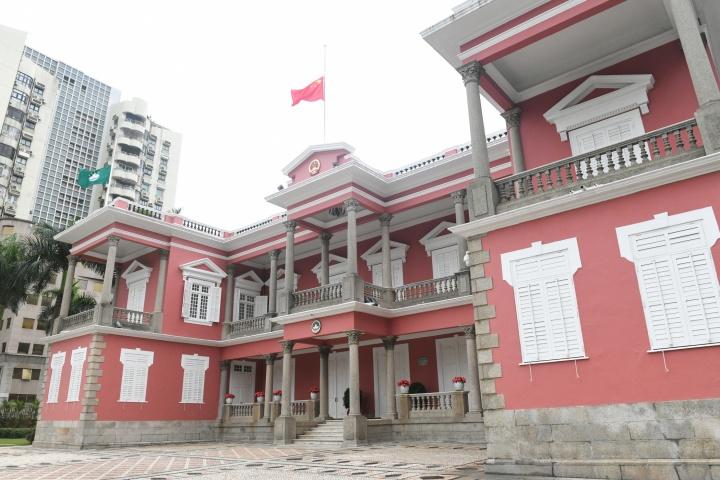 特區政府為新冠肺炎疫情犧牲烈士和逝世同胞下半旗誌哀