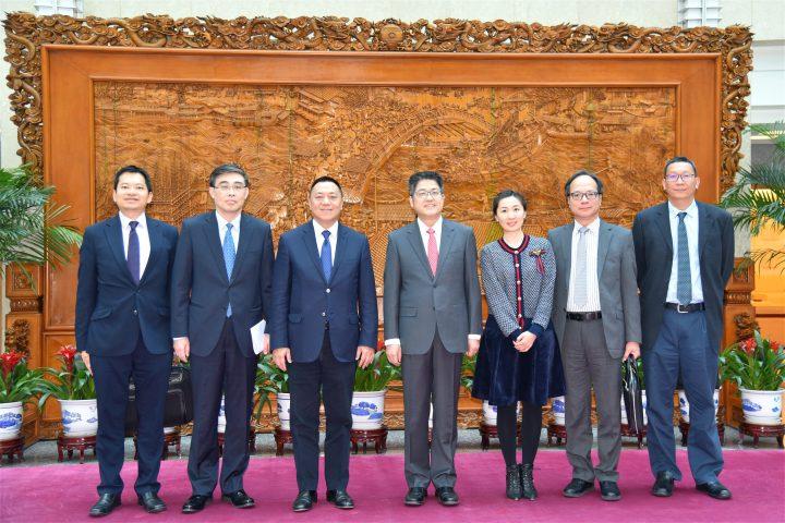 經濟財政司司長梁維特一行昨(10日)和外交部副部長樂玉成會面。