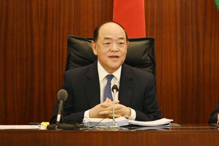 行政長官賀一誠列席立法會全體會議,就2020年財政年度施政報告內容回答議員提問。