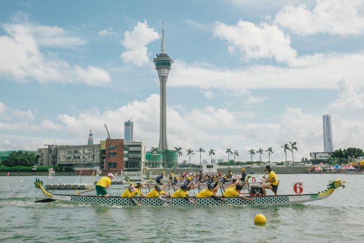 2. 澳門國際龍舟賽進行第一天的賽事