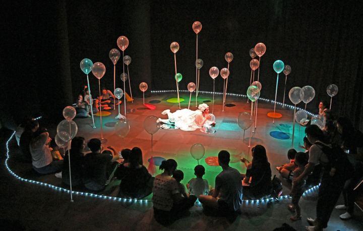 第三十屆澳門藝術節寶寶自由樂睇  飄浮樂園(阿根廷)(2-4 yrs )  15h45我是小觀眾-派汽球-演藝學院WD_a