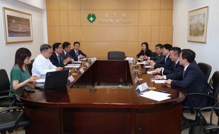 代表團與衛生局鄭成業代局長、郭昌宇副局長等舉行座談會