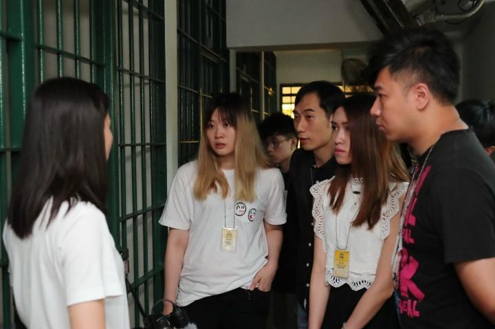 來訪青年參觀囚倉區設施