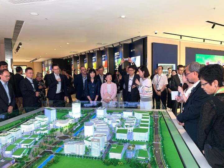兩地代表參觀粵澳合作中醫藥科技產業園區