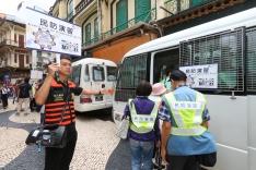 司警局人員前往所負責的區域執行撤離工作 (1)