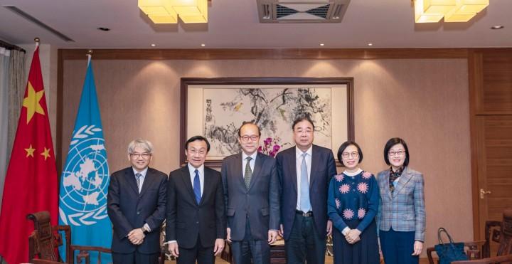 合影(左起:李展潤、譚俊榮、陳旭、馬曉偉、陳肇始、陳漢儀)