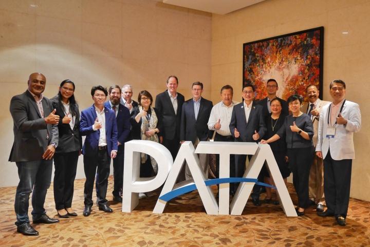局長文綺華與亞太旅遊協會執行理事會成員合照