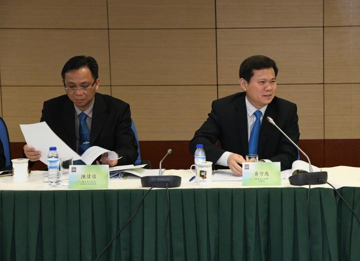 廣東省公安廳副廳長黃守應於會上發言