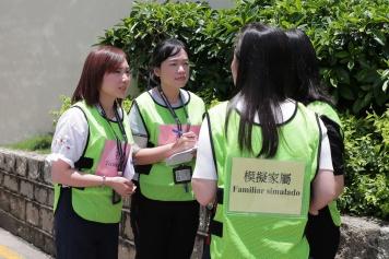 演練模擬﹕懲教局社工及公關人員安撫蒞臨監獄查詢的家屬