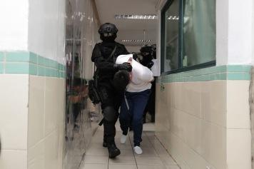 演練模擬﹕治安警特別行動組攻入值日室制伏滋事在囚人,安全救出人質