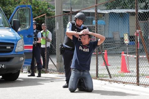 演練模擬﹕特別巡邏組人員拘捕車上兩名可疑人物