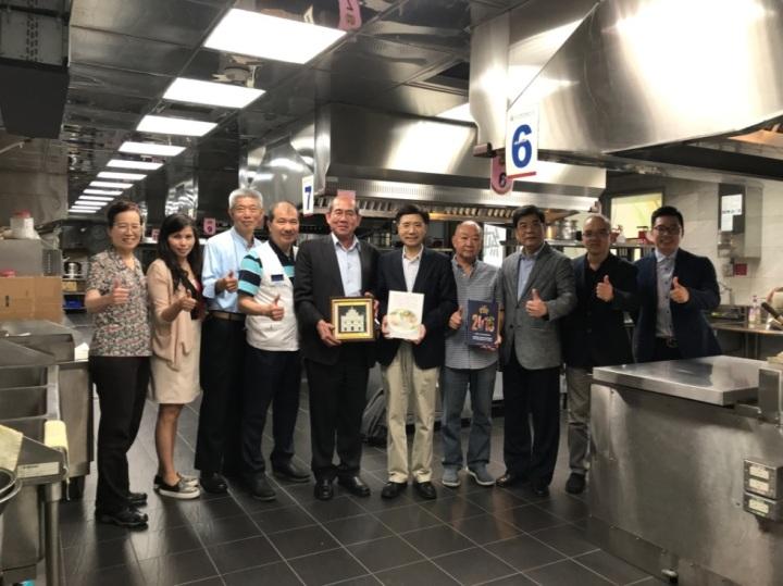 澳門餐飲業聯合商會考察交流團與臺北市餐飲業職業工會代表等合照留念