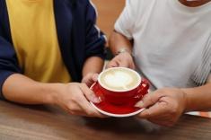 臨近父親節,院生特意沖泡心型咖啡拉花,向父親致謝