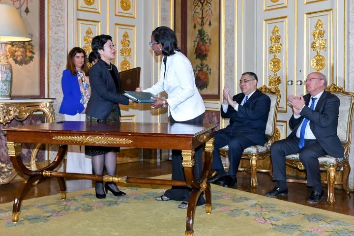 行政法務司司長陳海帆與葡萄牙司法部長Francisca Van Dunem分別代表澳葡雙方簽署《移交逃犯協定》