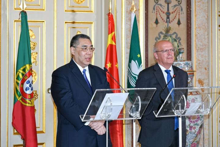 行政長官崔世安與葡萄牙外交部長奧古斯托·桑托斯·席爾瓦在會議後共同會見傳媒 (1)