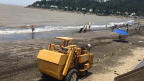 黑沙海灘的垃圾量較平日明顯增加