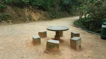 石枱石凳供遊人休憩