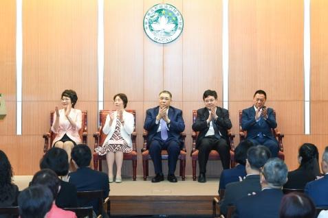 """""""中華人民共和國中央人民政府在澳門特區首次發行人民幣國債慶祝儀式""""在政府總部舉行"""