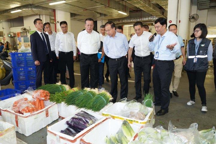 中聯辦主任傅自應參觀新批發市場瞭解蔬果進入及食品檢驗疫工作