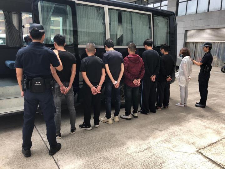 偷渡人士移交有關當局處理