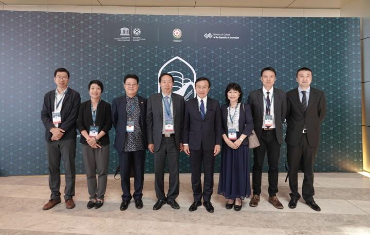 澳門特區政府代表團向國家文物局局長劉玉珠(左四)等道賀時合影