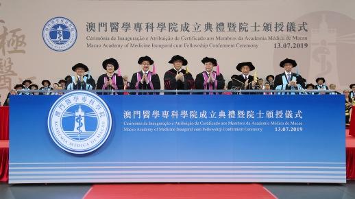 行政長官崔世安與各主禮嘉賓共同舉行亮燈儀式