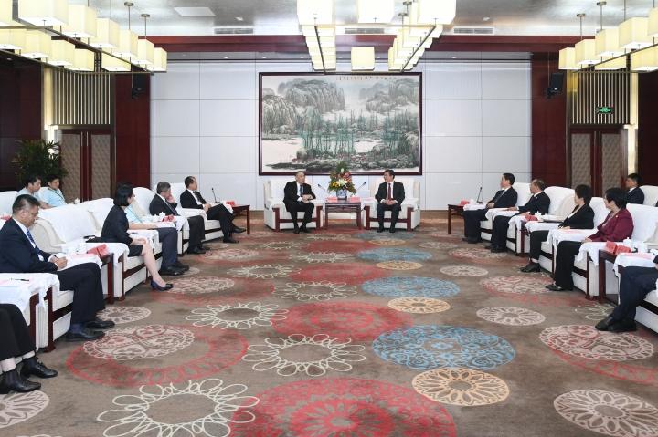 行政長官崔世安與河北省委書記王東峰在承德市進行高層會晤