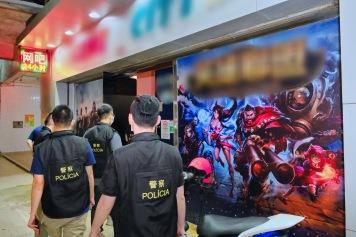 警方突擊巡查多間遊戲機中心