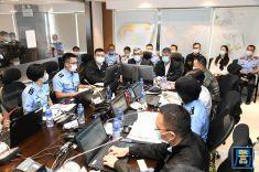 保安司司長黃少澤於演習期間到民防行動中心了解演習的具體情況及細節安排