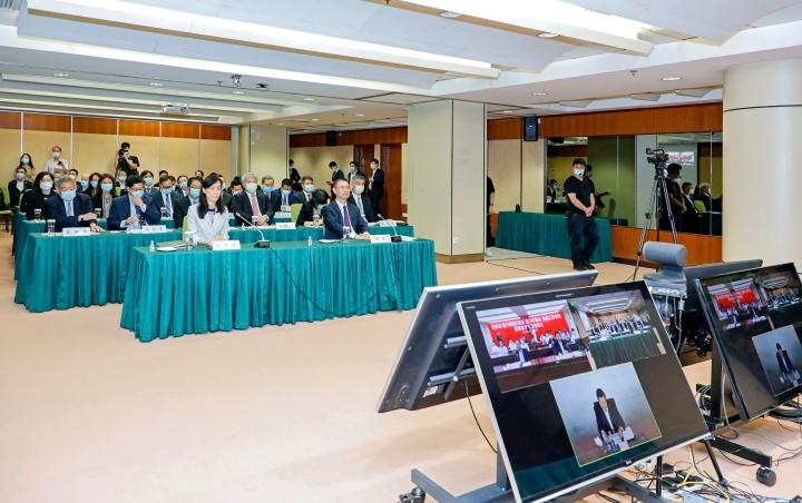 澳門特區政府、中聯辦和貴州省政府共同召開扶貧合作工作會議暨幫扶項目簽約儀式。