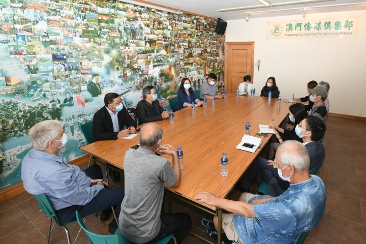 新聞局局長陳露率領團隊拜訪澳門傳媒俱樂部,就新聞業界發展等事宜交換意見。