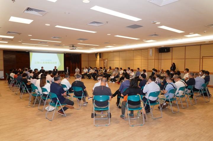 行政法務司司長張永春今(2日)和來自逾三十個公務人員團體的近七十名代表舉行座談會,聽取意見。